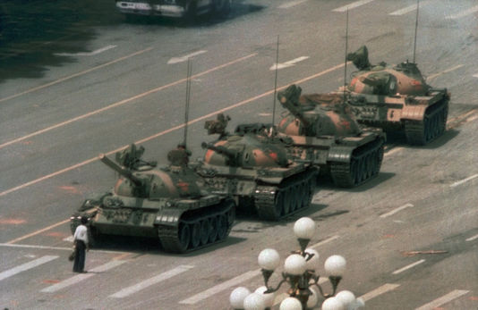 Tiananmen89_Jeff_Widener_photo_la_plus_celebre